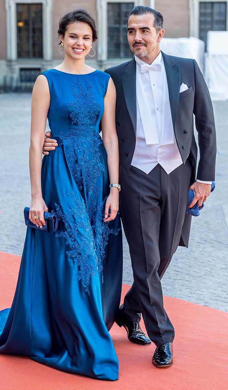 Freja Kjellberg Borchies i en fantastisk djupblå klänning