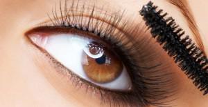 Mascara som ger fransarna volym och längd
