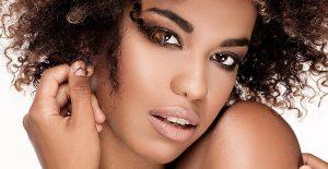 Lockigt hår, afro, hårvårdsguide
