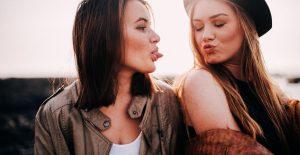 Två tjejkompisar